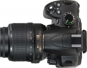 Nikon D3000 - хороший фотоаппарат для начинающего фотографа